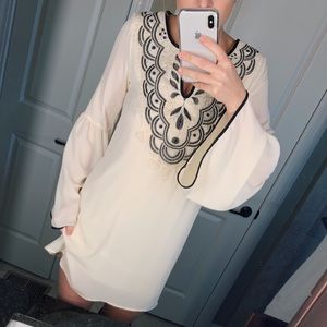 Dresses & Skirts - Bluetique flowy dress ivory black M